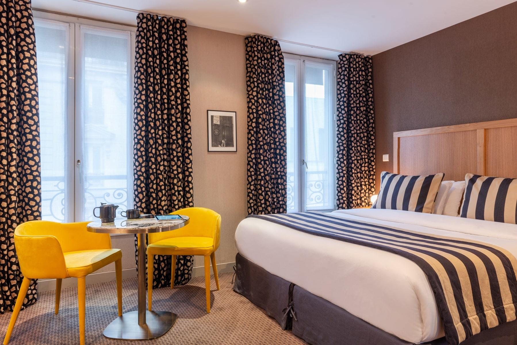 87/__HAPIDAM__rollback/hotel-29-lepic-chambre-double-sup-min-602d42bcd609a808778977.jpg